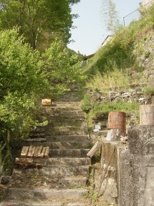 波帰社宅へ通じる階段